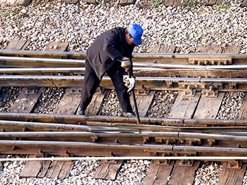 This rail worker faces many dangers every day. If you have been injured while working for a railroad company, call a Corpus Christi FELA attorney now.